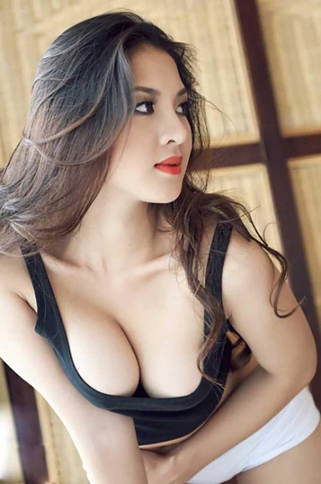 Với vẻ đẹp gợi cảm, số đo 3 vòng bốc lửa tột bậc Thái Nhã Vân luôn được đánh giá là một trong những mỹ nhân sexy nhất Vbiz.