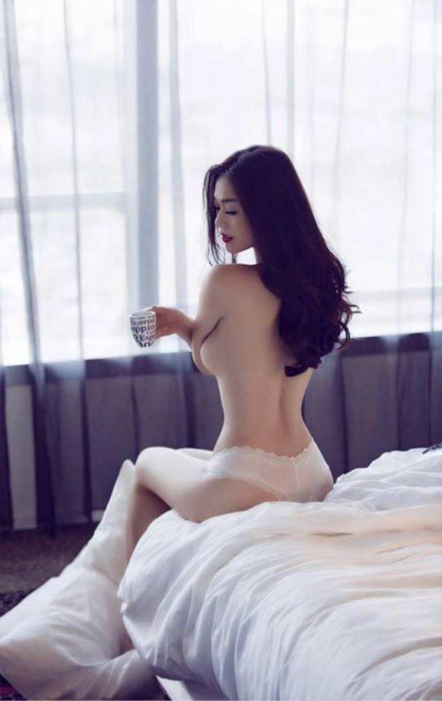 Cô theo đuổi phong cách gợi cảm nhưng luôn đảm bảo yếu tố thanh lịch trong mỗi lần xuất hiện chứ không muốn gây chú ý bằng scandal.