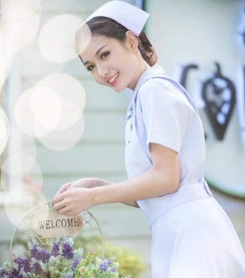 Là y tá nhưng lại xinh như hoa hậu, Namkhing Kanyapak đã cướp mất trái tim bao nhiêu anh chàng
