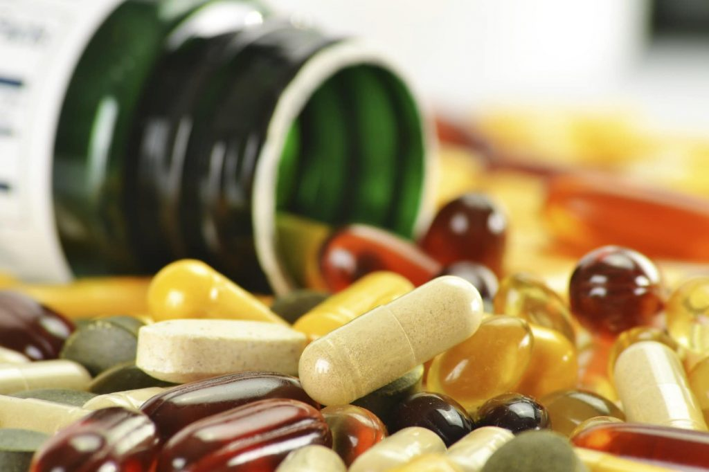 Vitamin tổng hợp có thể ở dạng viên cứng, viên nang hay dầu cá. Ảnh; Bremo Pharmacy