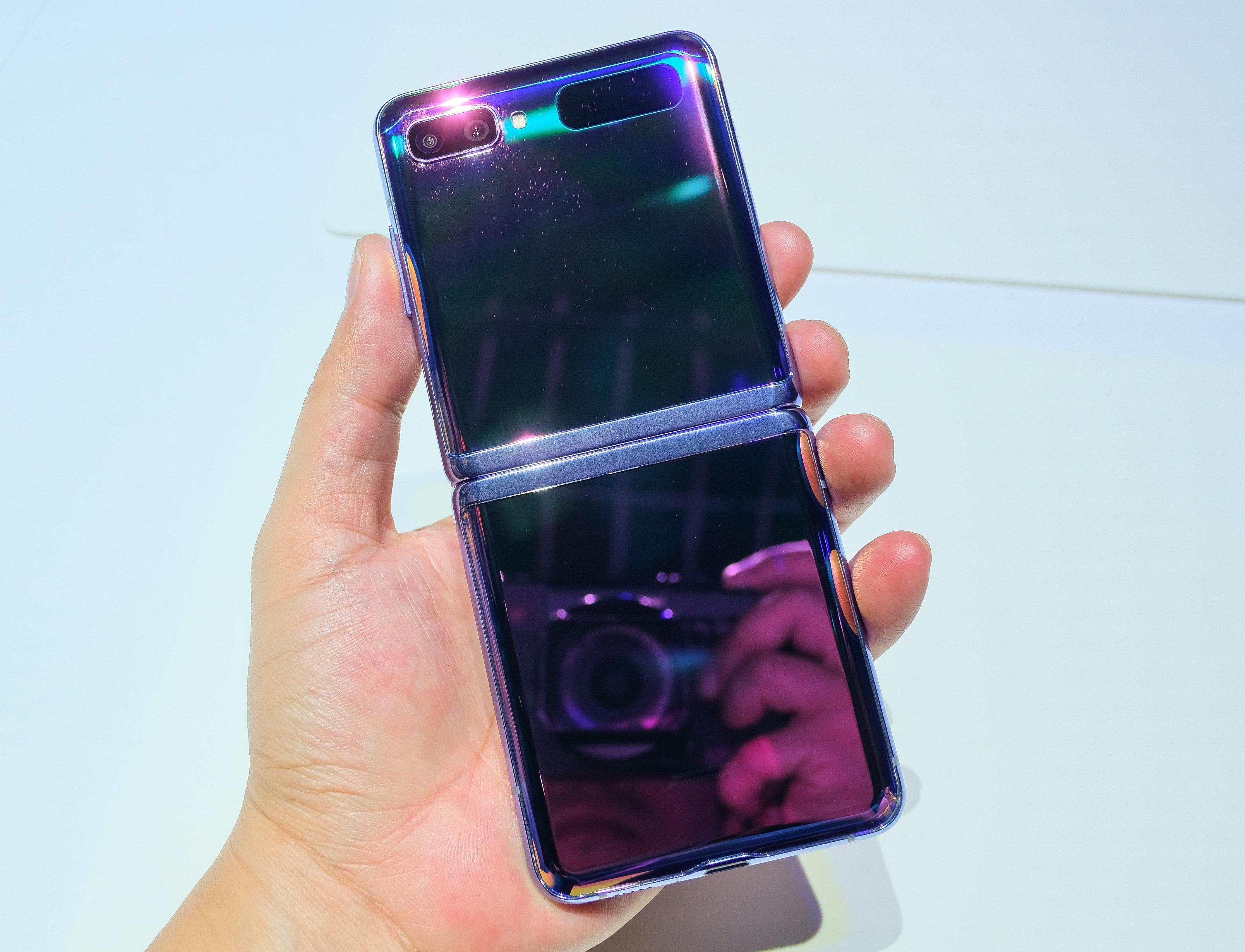 Anh thuc te Galaxy Z Flip - cach mang moi cua Samsung hinh anh 2 galaxy_s20_zing_3242.jpg