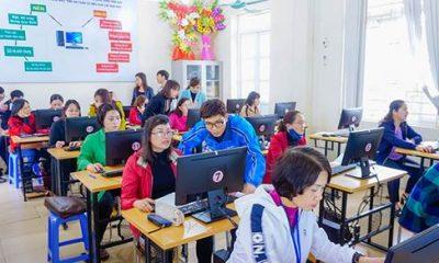 Các giáo viên tại trường trung học Trần Quốc Toản, TP Hoà Bình tham gia tập huấn dịch vụ VNPT E-Learning.