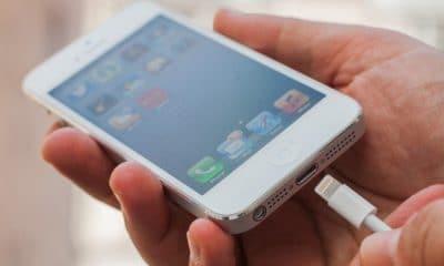 Vi sao khi cam sac, iPhone lai phat ra tieng chuong hoac rung hinh anh 1 iphone_charging_1_.jpg