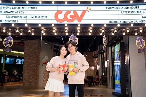 Các cặp đôi có thể đi xem phim dịp 14/2.
