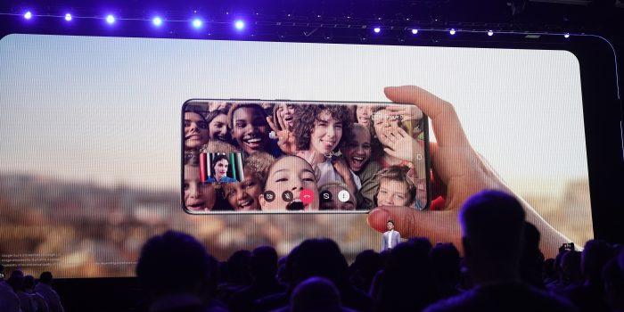Galaxy S20 la vu khi quan trong nhat de Google chong lai Apple hinh anh 1 samsung_google_duo_3.jpg