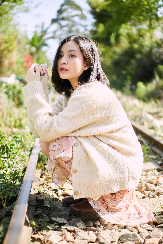 Nhan sac hot girl 'Mat biec' trong lan dau dong MV hinh anh 4 thao_tam4.jpg