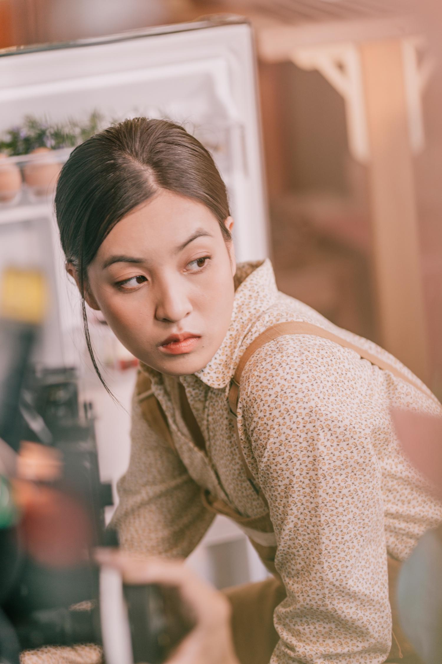 Nhan sac hot girl 'Mat biec' trong lan dau dong MV hinh anh 7 thao_tam9.jpg
