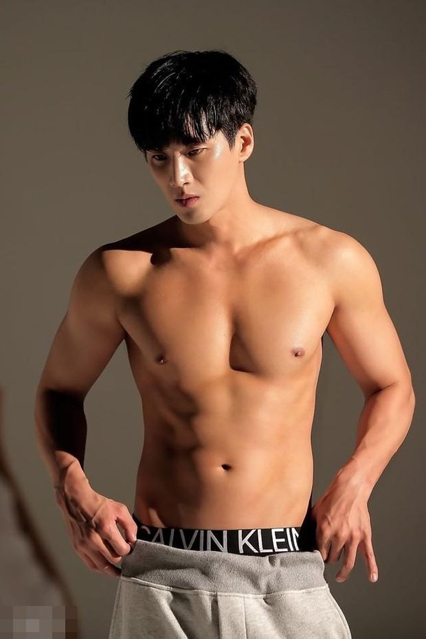 Anh khoe co bung cua thieu gia bat tai trong 'Tang lop Itaewon' hinh anh 1 1_15831259307601991412411.jpg