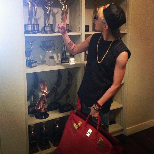G-Dragon thich deo tui hang hieu, co chiec Hermes hon 16.500 USD hinh anh 2 539f58c76be92763f8237a2f9b723dc9.jpg