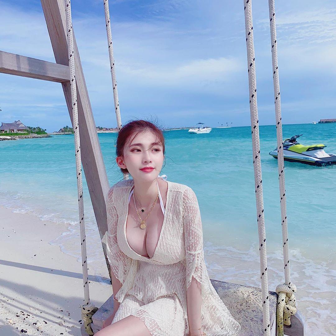 Hot girl Dai Loan bi nghi photoshop vong mot trong cac anh dang mang hinh anh 3 80818297_127495915396416_2263805214058658725_n.jpg