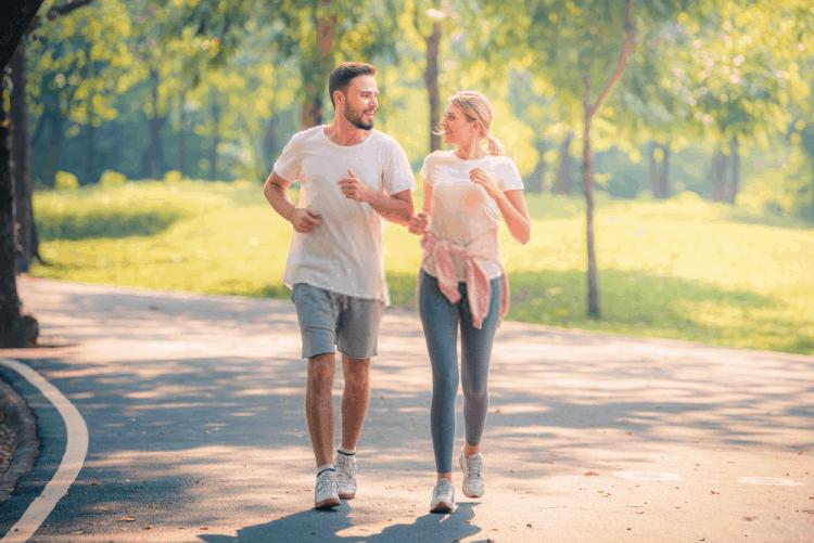 đi bộ mỗi ngày cùng người thân