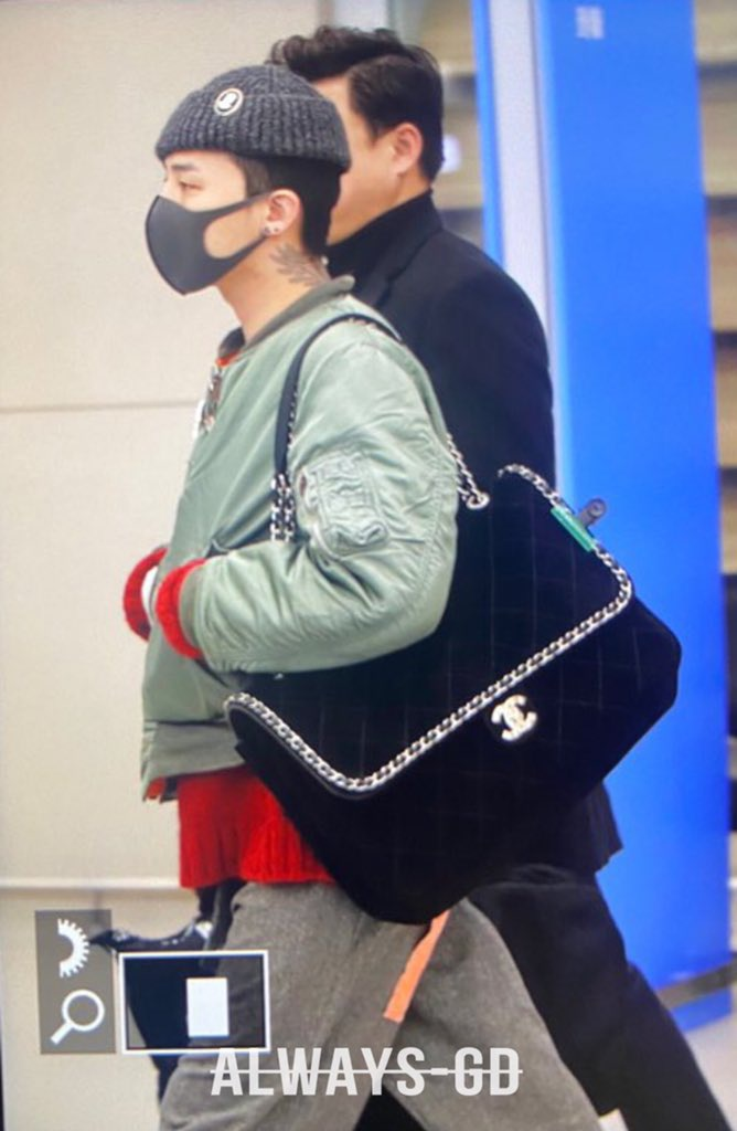 G-Dragon thich deo tui hang hieu, co chiec Hermes hon 16.500 USD hinh anh 8 EPCQz3kUUAIuioz.jpeg