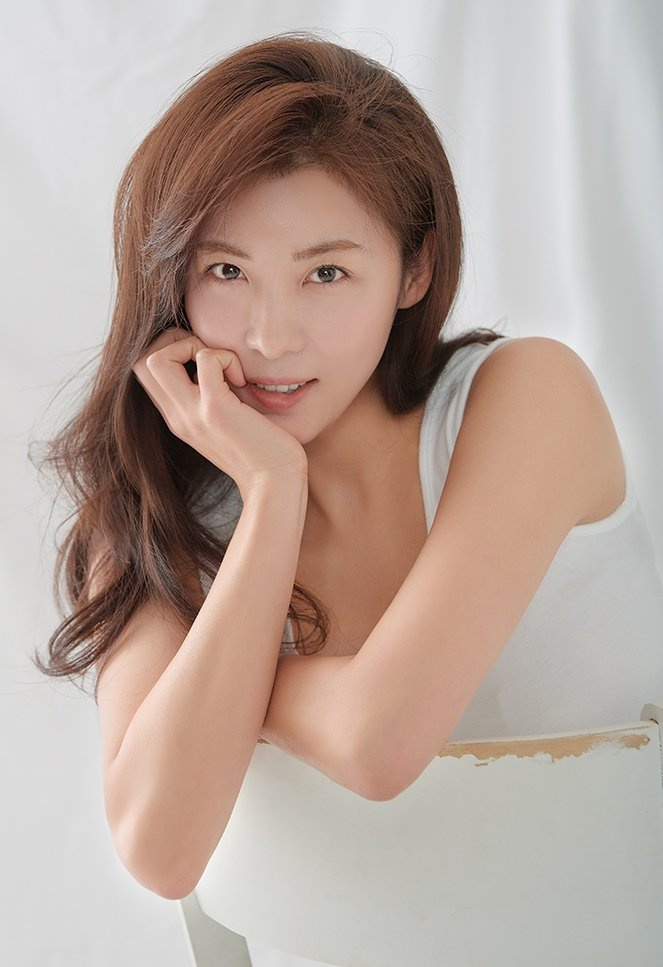 Ha Ji Won - da nu doc than quyen luc cua showbiz Han hinh anh 12 ESEqGvmUwAASZW6.jpg