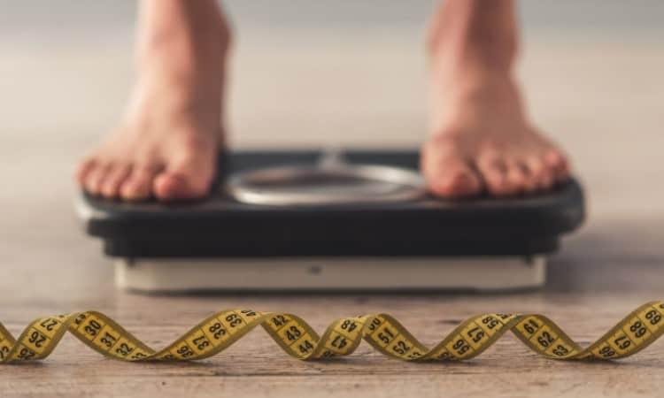 Mối liên hệ giữa cân nặng và tuổi tác