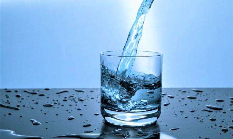 Bạn nên uống bao nhiêu nước mỗi ngày?