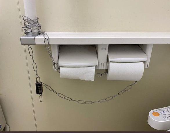 Giấy vệ sinh có tác dụng gì mà dân tình đổ xô đi mua? - Ảnh 2.