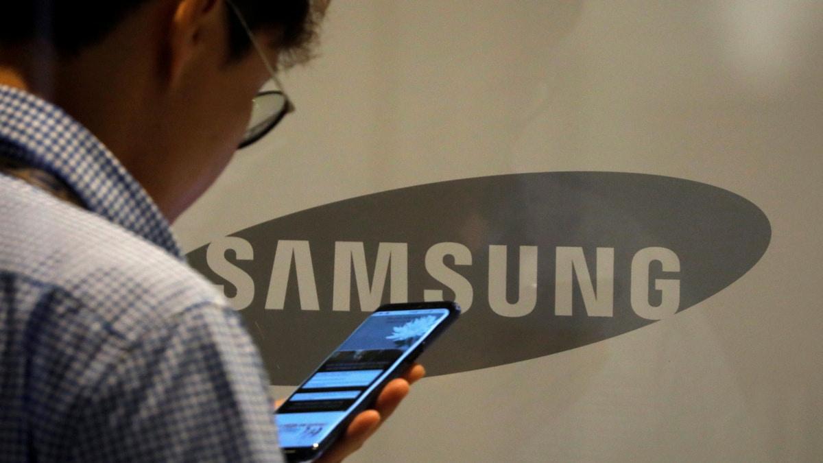 Samsung chuyen san xuat smartphone cao cap sang Viet Nam vi Covid-19 hinh anh 1 samsung_reuters_1583134371891.jpg