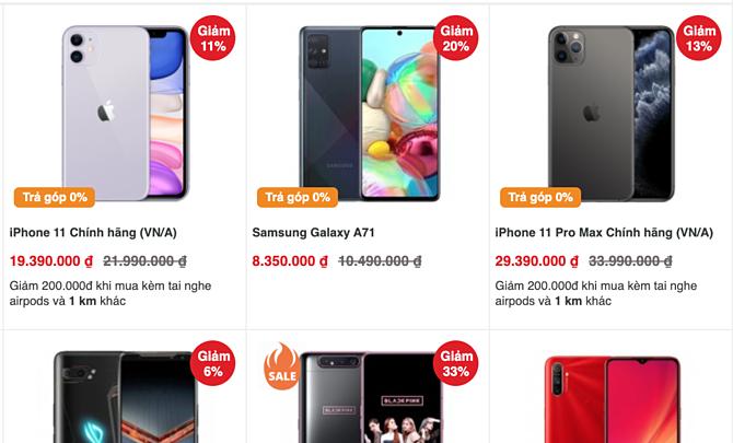 Hàng loạt smartphone giảm giá tại một cửa hàng.