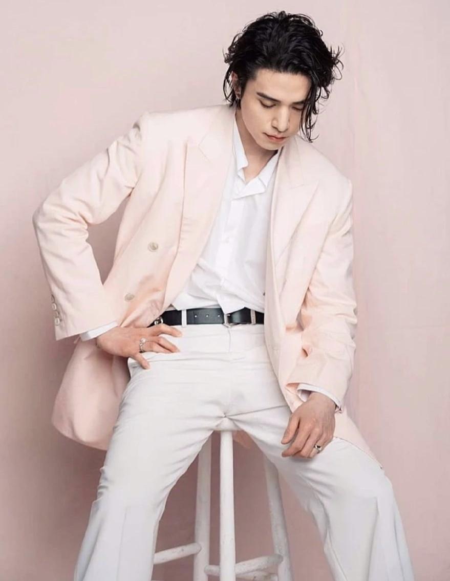 Lee Dong Wook duoc khen lang tu du de toc dai, mac suit hong nu tinh hinh anh 4 Screen_Shot_2020_03_03_at_5.51.34_PM_1.jpg