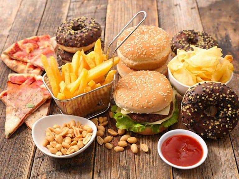 Sức khỏe tinh thần bị tổn thương do ăn uống không lành mạnh