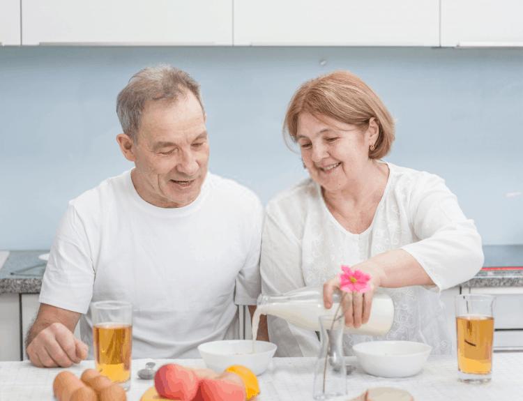 tác dụng của sữa tách béo với người lớn tuổi