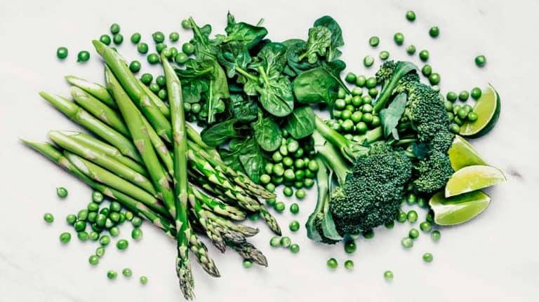 Thực phẩm giàu lutein và zeaxanthin: măng tây, bông cải xanh, đậu Hà Lan...
