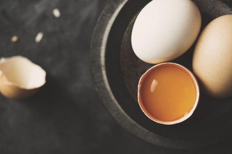 trị hói đầu với trứng_hoi dau_elle man_0320