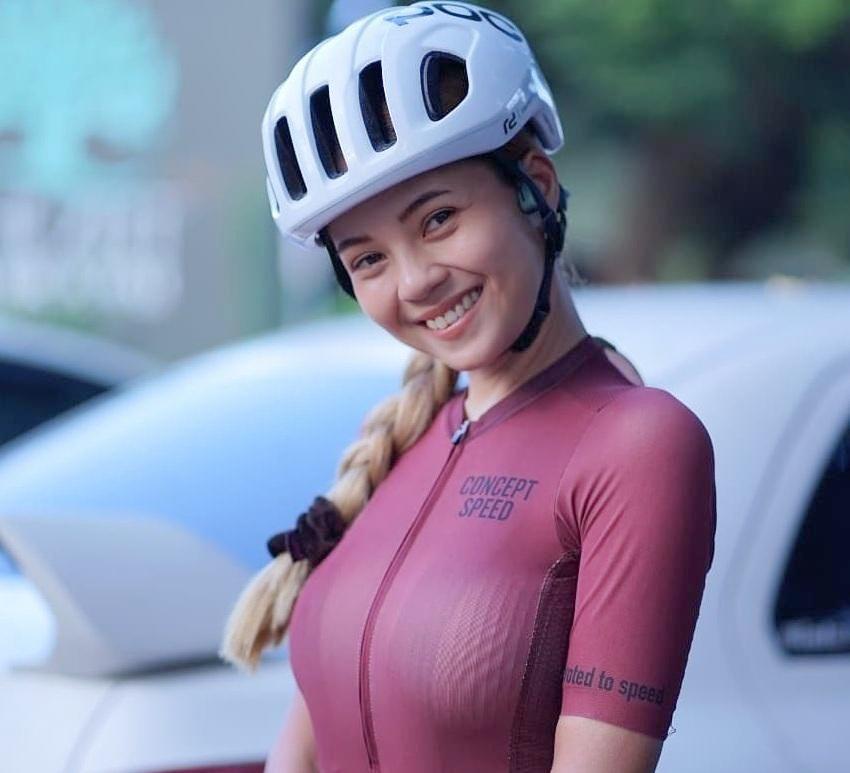 Nu VDV dua xe dap Thai Lan noi tieng voi than hinh dong ho cat hinh anh 1 tung.jpg