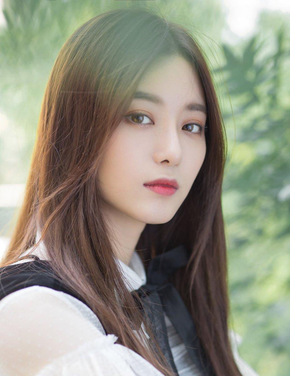 Co gai co guong mat ket hop giua Krystal f(x) va Tzuyu (TWICE) hinh anh 3 xu_yi_yang_4.jpg