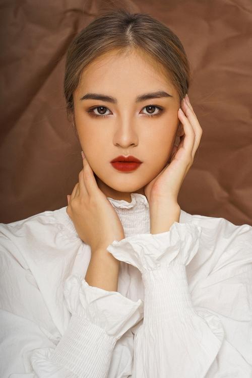 Người đẹp hợp với nhiều kiểu make-up khác nhau, từ sắc sảo đến nhẹ nhàng.