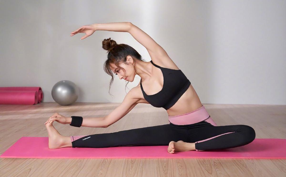 Theo Sina, cô thường xuyên tập yoga để giữ vóc dáng, tăng cường sức khỏe.