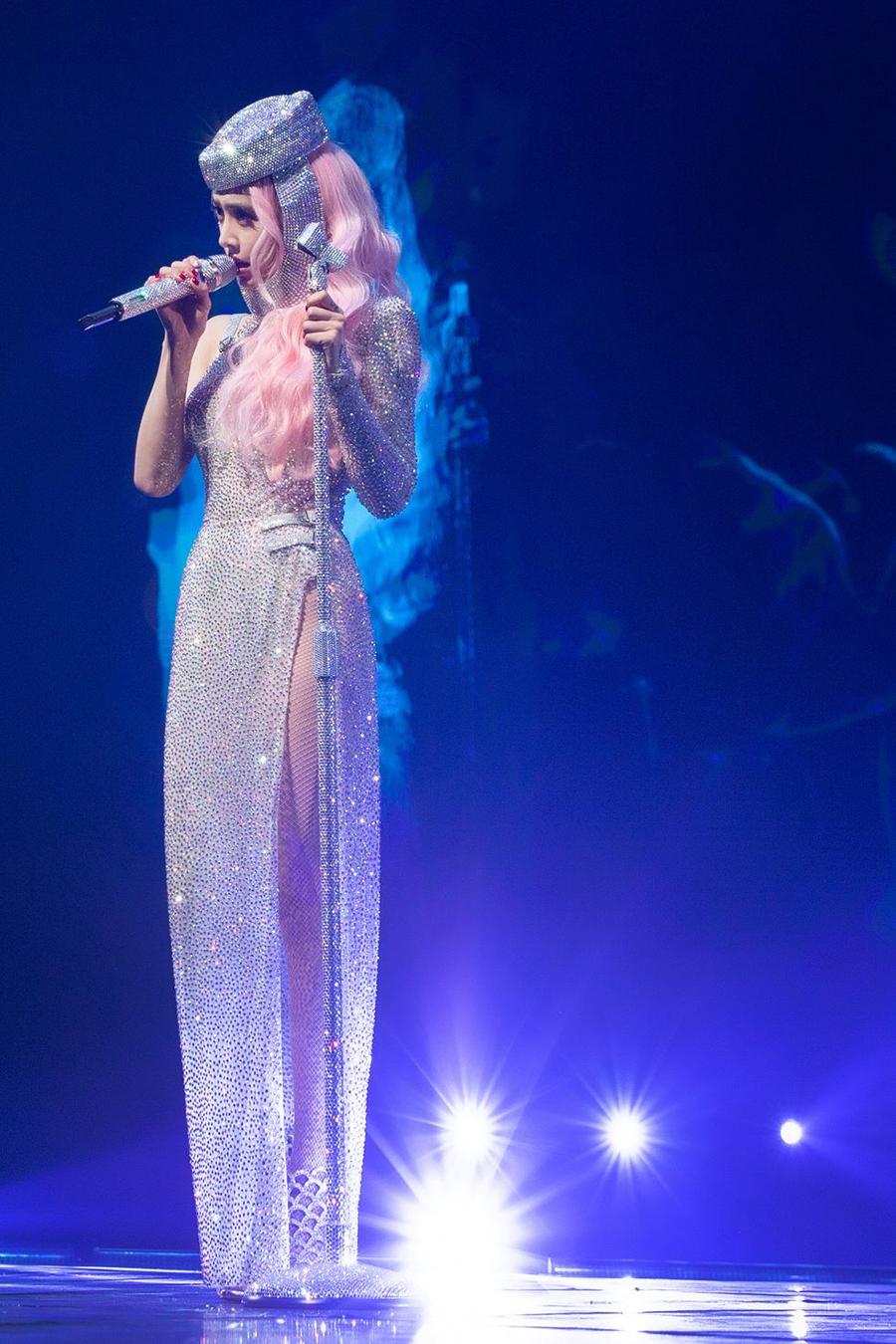Thái Y Lâm trong concert Ugly Beauty 2019-2020 ở Đài Bắc hôm 30/12/2019. Do dịch, ca sĩ hủy nhiều liveshow trong khuôn khổ tour diễn vòng quanh thế giới.