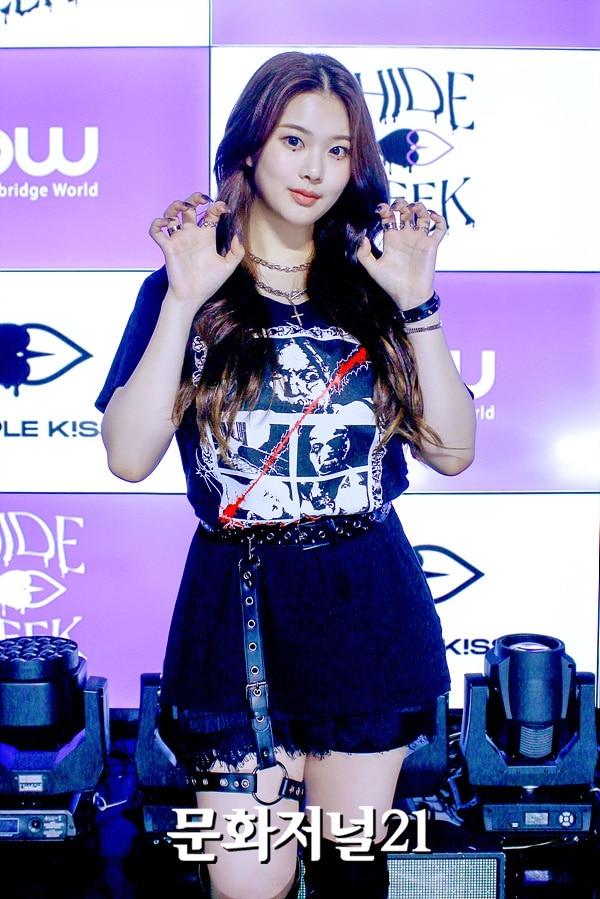 Nu idol Han bi miet thi ngoai hinh,  Swan,  Purple Kiss anh 4